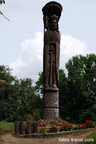 Деревянная скульптура Витовта в Тракае